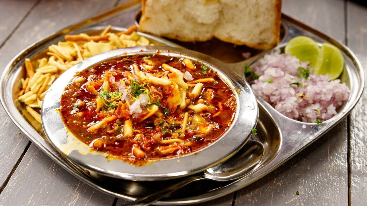 Misal Pav Recipe : How to Make Maharashtrian Style Misal Pav at Home